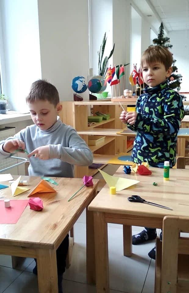 дети делают оригами